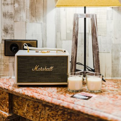 Equipos de música en todas las habitaciones